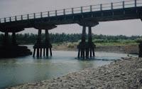 gambar jembatan dan sungai lucu