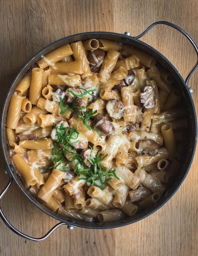 s k che cremige one pot pasta mit pilzen karamellisierten zwiebeln und nach wunsch im ofen. Black Bedroom Furniture Sets. Home Design Ideas