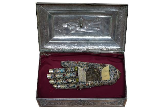 Λείψανο της αριστεράς χειρός της Αγίας Άννας. Ιερά Μονή Σταυρονικήτα Αγίου Όρους. http://leipsanothiki.blogspot.be/