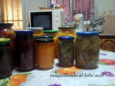 Conservas caseras de melocotón, tomates y pencas de acelga