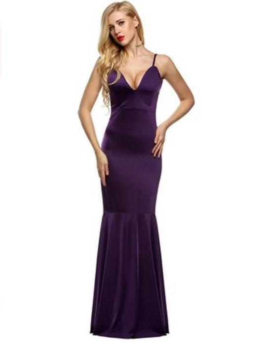 88a3934e10f Get help on various methods of wearing a backless dress with a large bust.  Also discover adhesive bras that work with big breasts