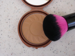 http://memyself-makeup.blogspot.co.id/2015/05/nyc-bronzer_30.html