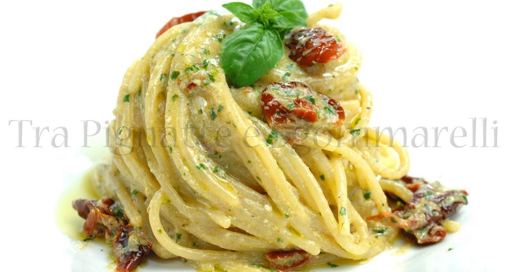 Spaghetti con ricotta di bufala, pomodori secchi e pesto di basilico