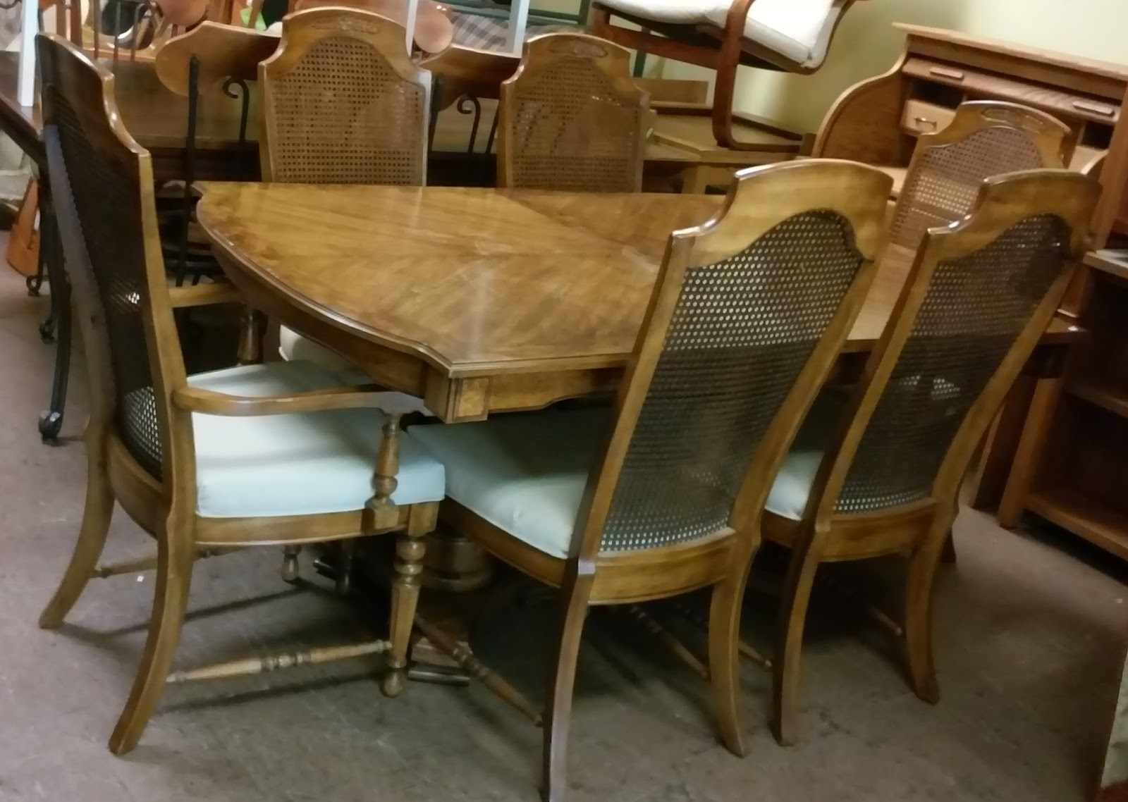 Uhuru Furniture Collectibles Sold 280 Thomasville Mediterranean