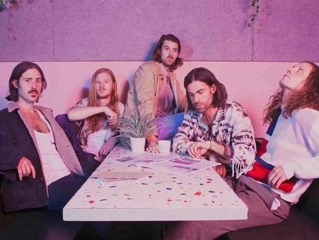 Ten Fé anuncia o disco 'Future Perfect, Present Tense' e revela a ótima 'Echo Park'