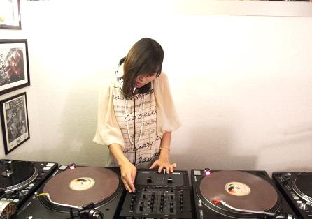 VIBESRECORDS DJ SCHOOLで行っている女向けのDJレッスン模様です。