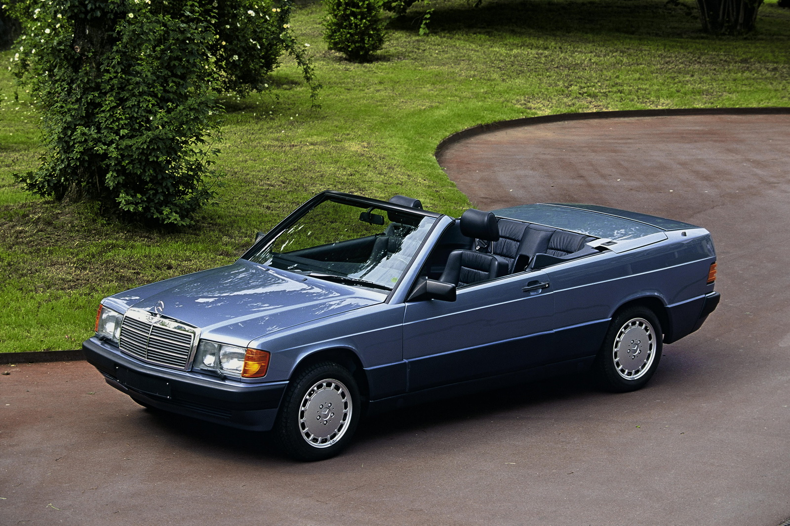 Mercedes mang hàng loạt xế cổ của mình đến Techno Classica