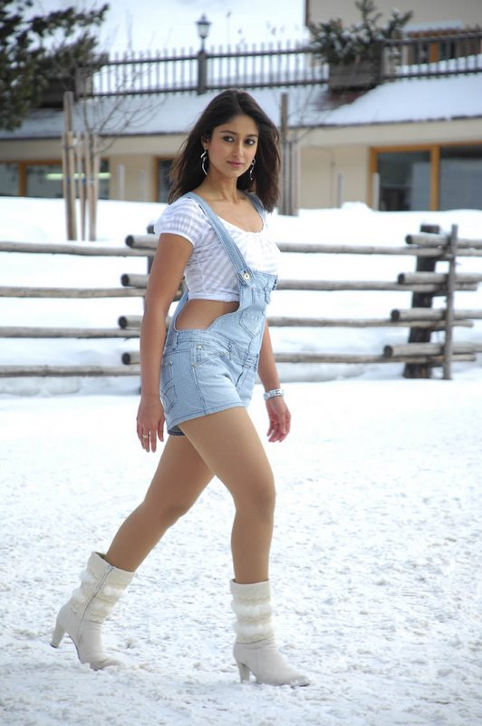 Bollywood Hot Actress Ileana D'Cruz Legs Thighs Show Stills In Blue Dress