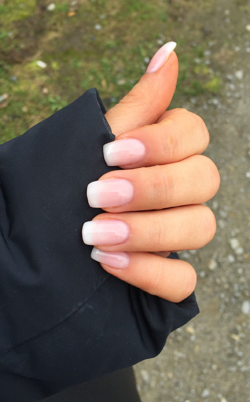 The '00s Called to Let You Know That French Nails Are Back in Style