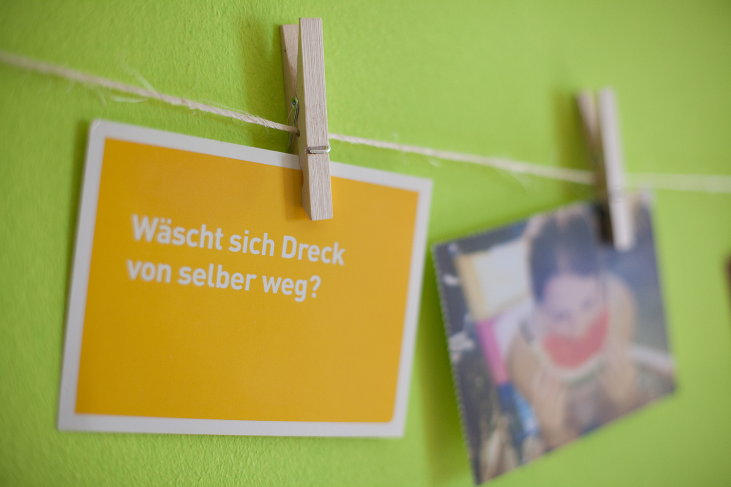 selbstgemacht ist selbstgemacht diy postkartenwand. Black Bedroom Furniture Sets. Home Design Ideas