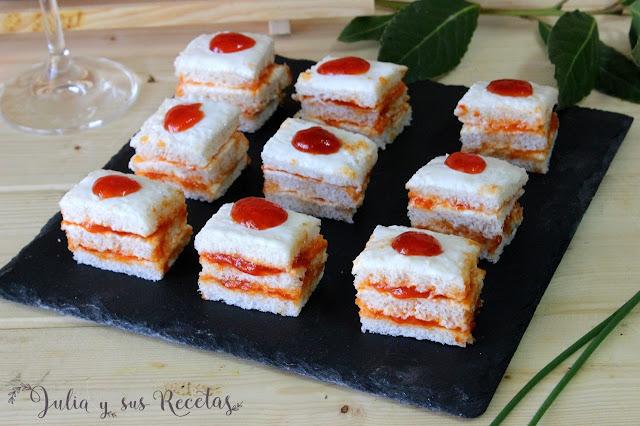 Canapés de queso crema y mermelada de pimientos rojos