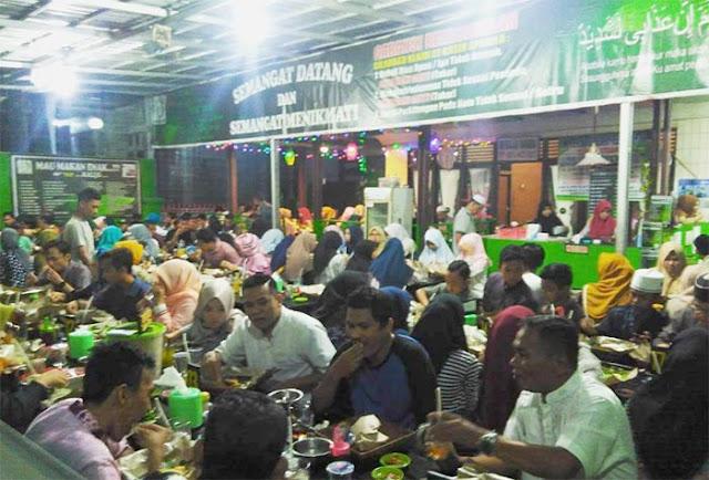 Barabai ibukota Kabupaten Hulu Sungai Tengah tak hanya dikenal dengan budayanya. Daerah ini juga dikenal memiliki ciri khas kuliner, salah satunya Apam Barabai. Tak heran, banyak tempat makan enak juga di daerah ini. Berikut daftarnya.
