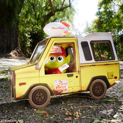 San Diego Comic-Con 2020 Exclusive Toy Story Pixar Alien Remix Pizza Planet Delivery Driver Vinyl Figure by Mattel x Disney