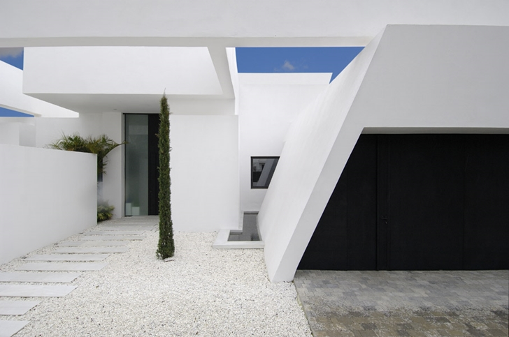 White facade on Sotogrande House by A-Cero Architects