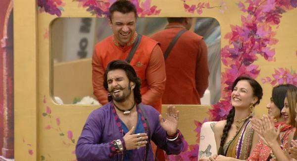 Ranveer Singh having fun with the contestants of Bigg Boss Season 7