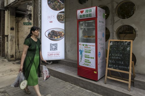 Free food for the needy in Shanghai's shared refrigerators