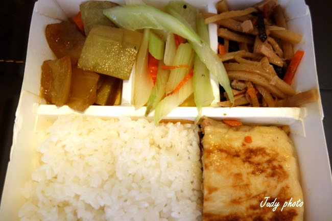 【南投素食】一品蓮素食館 鐵板麵 便當自助餐 平價素食小吃(純素) | Enlly愛吃草~吃毒太多那就吃素食吧~!!