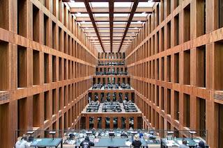 Η Κρατική Βιβλιοθήκη του Βερολίνου επιστρέφει σε Στοά 384 βιβλία