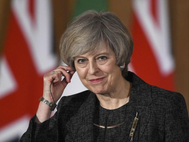 #Politics,#TrueNews :Theresa May received calls from the presidents of the US and France to 'congratulate' her.
