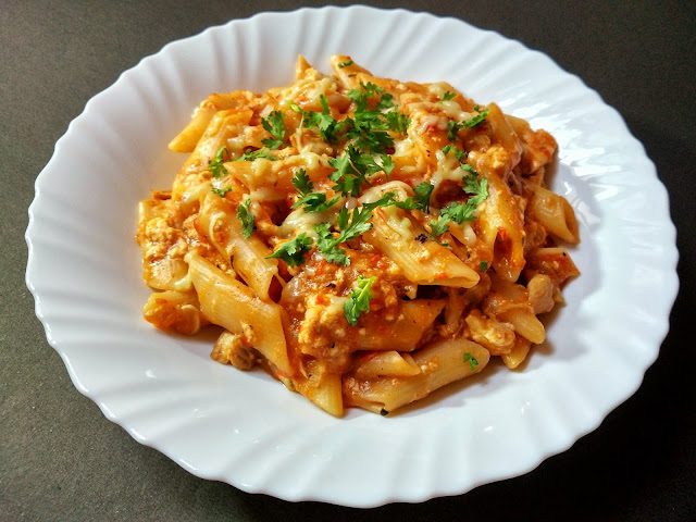 One-pot Chicken Pasta | Chicken Penne Pasta in Tomato Sauce