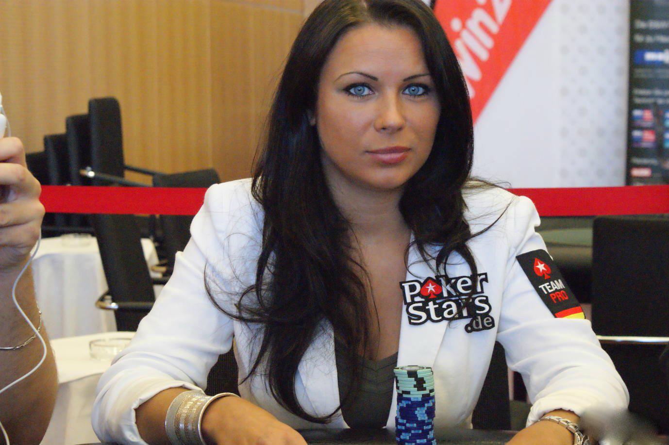 Hasil gambar untuk Sandra Naujoks Si Black Mamba poker