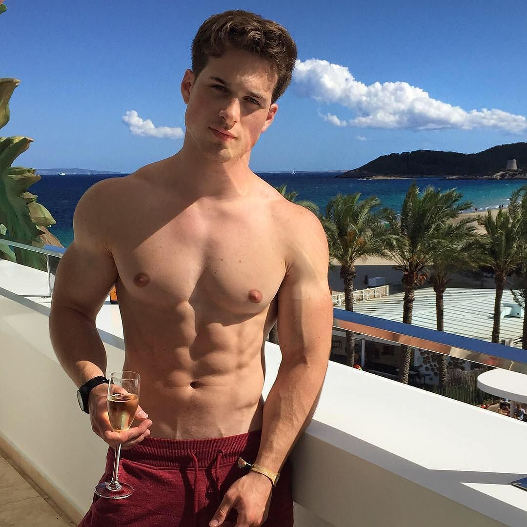 shirtless-sexy-nick-sandell-photo-selfie
