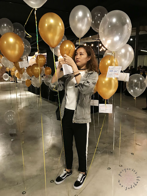 helium-balloon-gold-white-theme-party