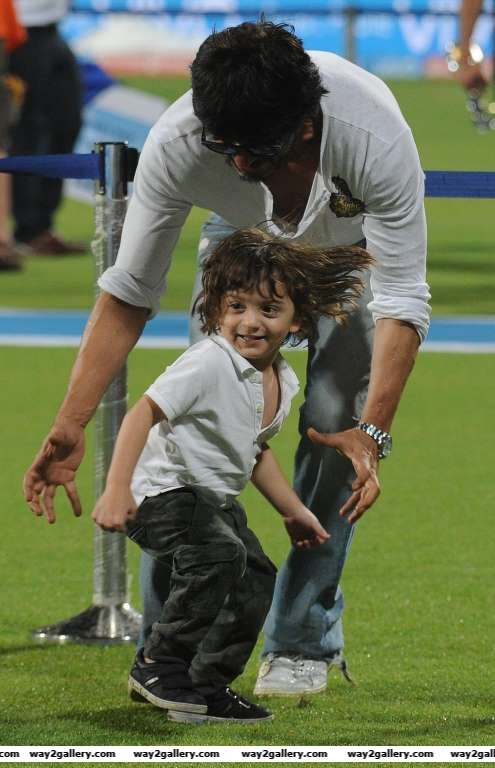 Our shutterbug caught Shah Rukh Khan enjoying a playful day out with AbRam at Eden Gardens during an IPL match between KKR and RCB in Kolkata