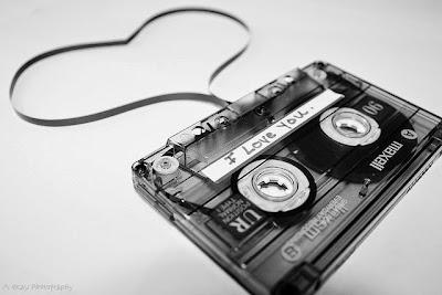 [SUPER ROMANTIS] 15 Gaya Pacaran Seru Tahun 90-an yang Harus Dicontoh Sekarang