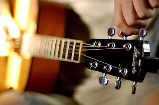 Bisnis mahasiswa les belajar gitar