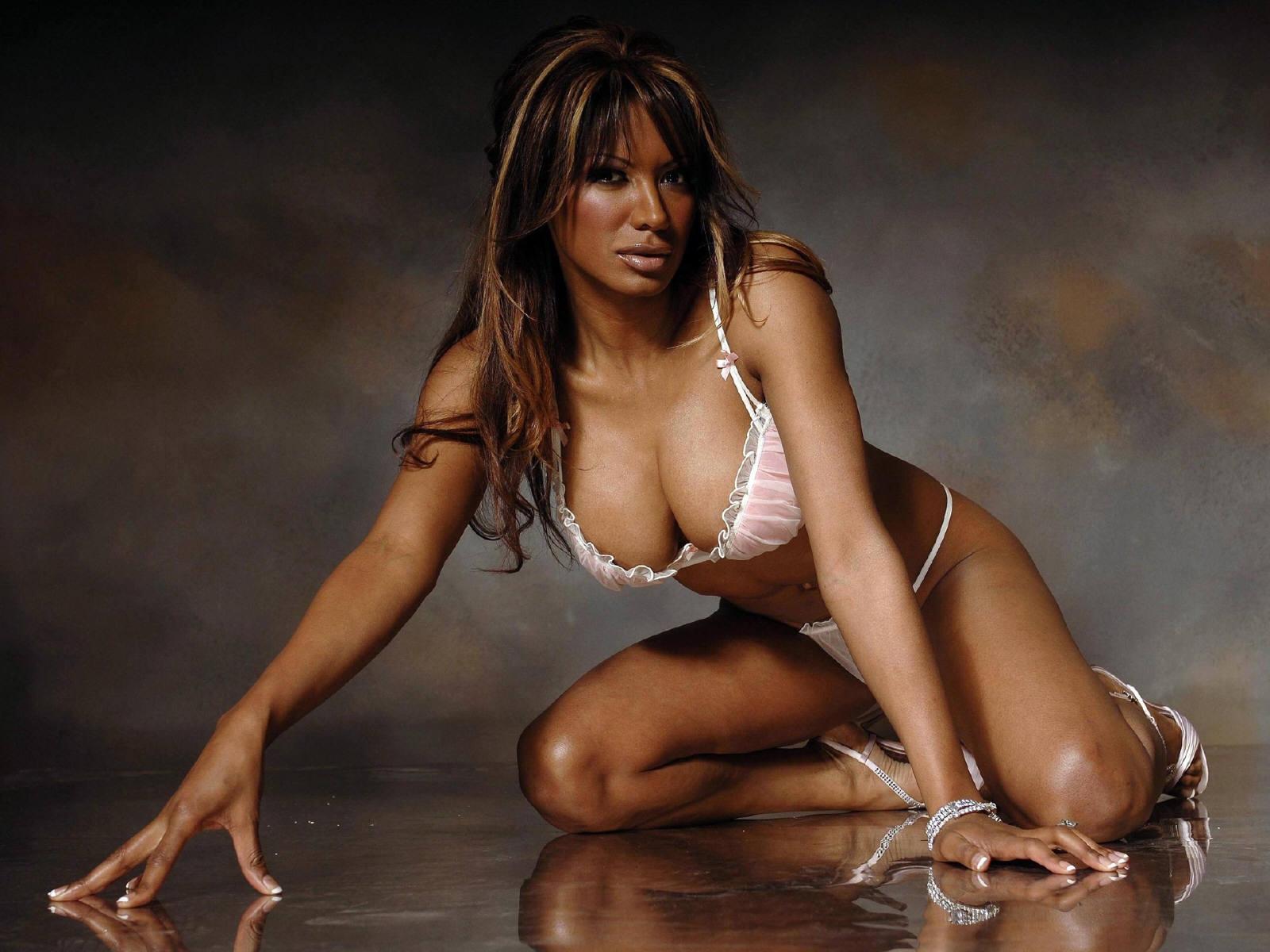 Boobs Emmanuelle Vera (b. 1994) nudes (89 fotos) Tits, Facebook, braless