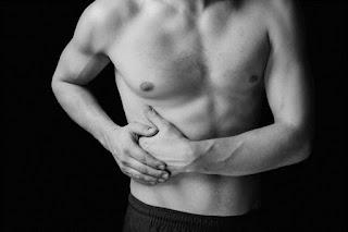 Especialistas fala sobre a 'dor do lado direito da barriga' que incomoda muita gente