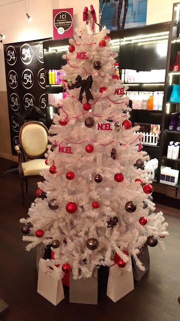 Noël s'installe au Studio 54, notre sapin à retrouvé sa place le temps des fêtes...