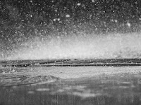 "Puisi: ""Hujan Pertanda Patah Hati"""