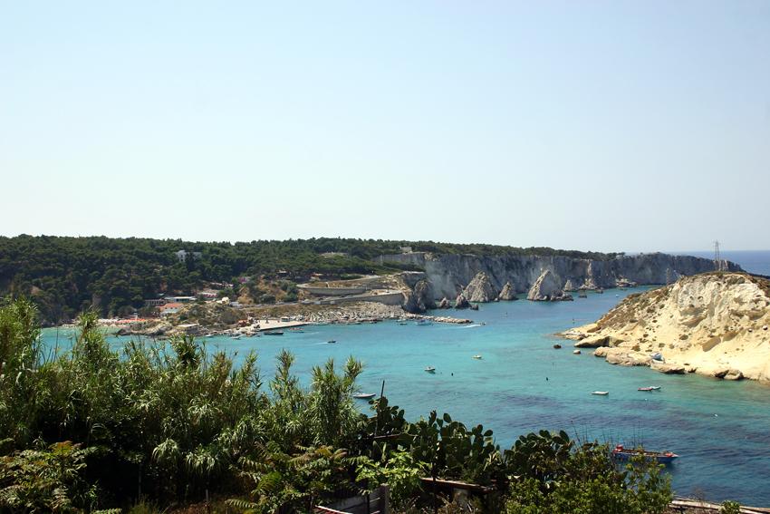Widok z wyspy San Nicola na wyspę San Domino