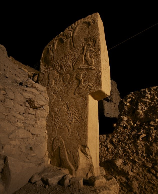 Carvings on stone pillars at gȍbekli tepe show comet hit