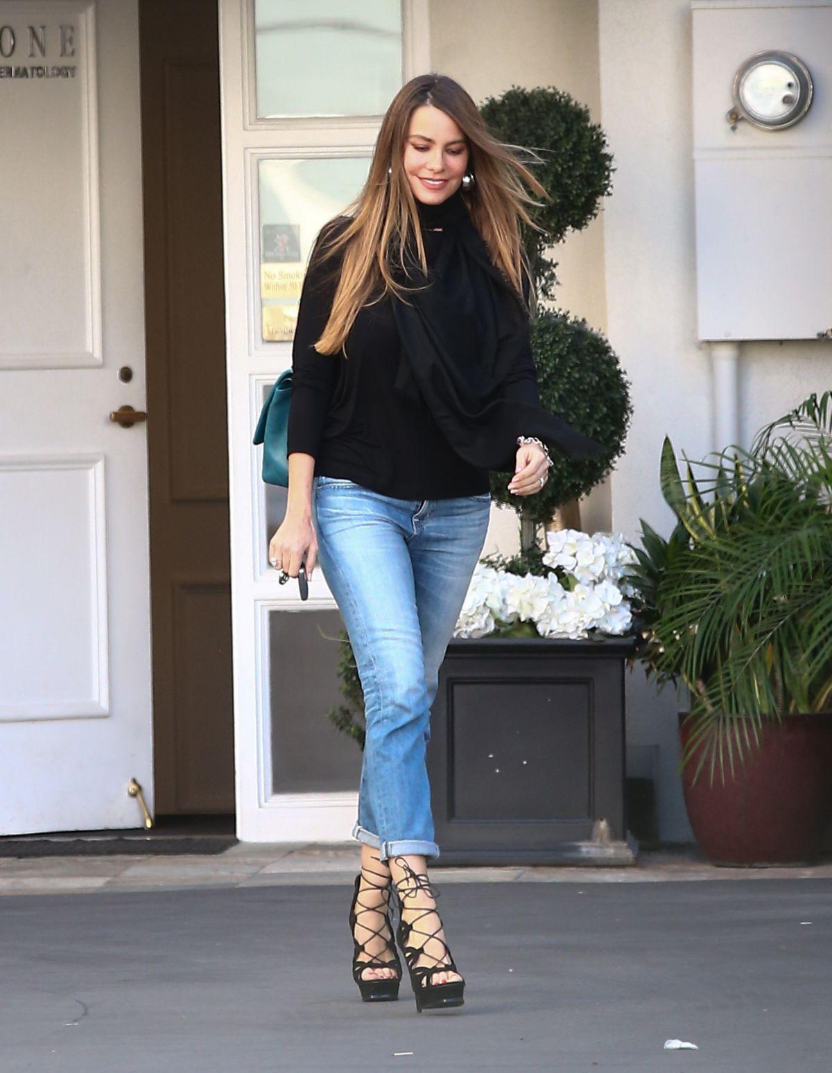 HD Photos of Sofia Vergara Leaves Epione Skin Care Clinic, Beverly Hills