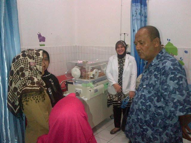Bang Ondim Kunjungi Bayi Kurang Gizi Itu di RSUD Tanjunjg Pura