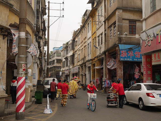Lion dance troupe on Xinshi Road in Jiangmen