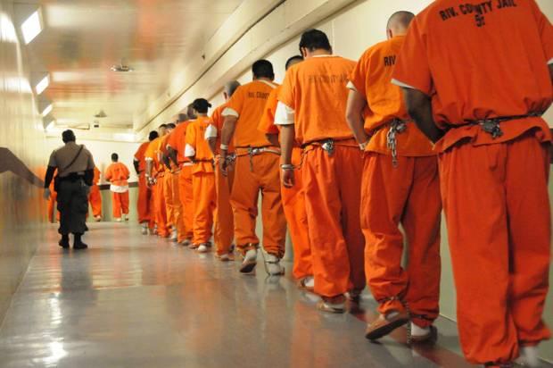 Πορτοκαλί στολές για τη νεοελληνική μας… κλεπτοκρατία