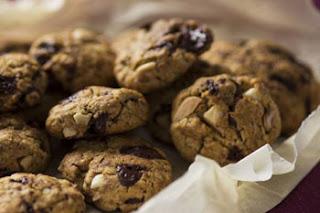 Biscotti al cioccolato con frutti secchi