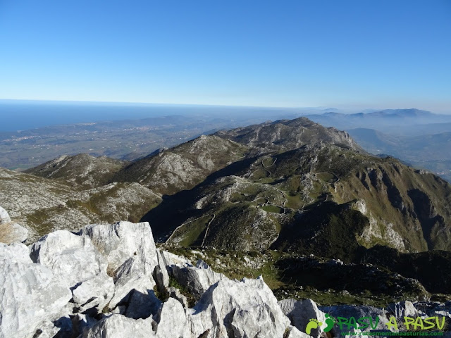 Vista hacia el Cantábrico desde el Paisanu