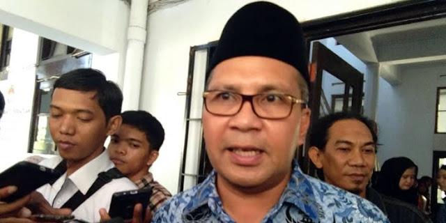 APK Jokowi Dipaku di Pohon, Danny Pomanto: Kita Akan Cabut