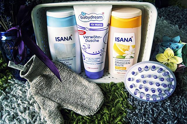 Zdjęcie produktów używanych do pielęgnacji ciała pod prysznicem