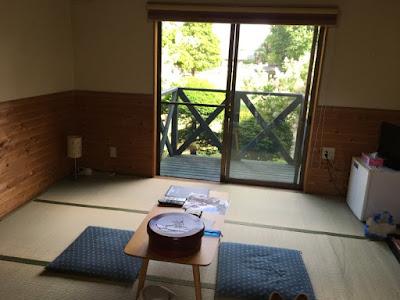 七沢荘 コテージの室内