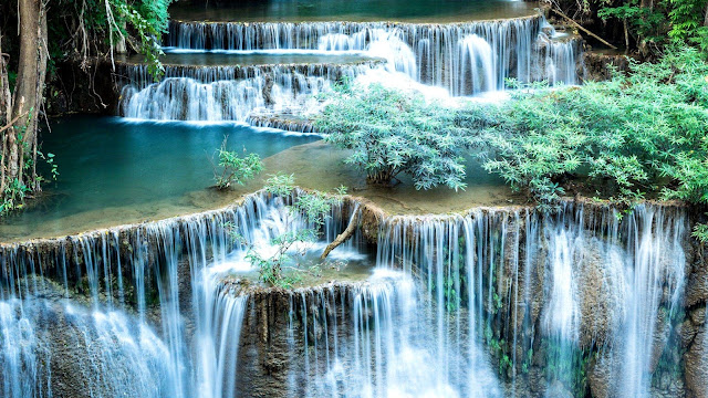 HD achtergrond met watervallen.
