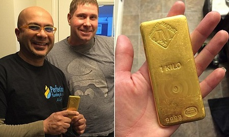 Plumbers Find $50,000 Gold Brick in Bathroom But What They Did With It Will Fascinate You