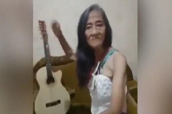 Video 'Nenek Zaman Now', Pakai Rok Mini dan Joget ala Diskotik Jadi Viral