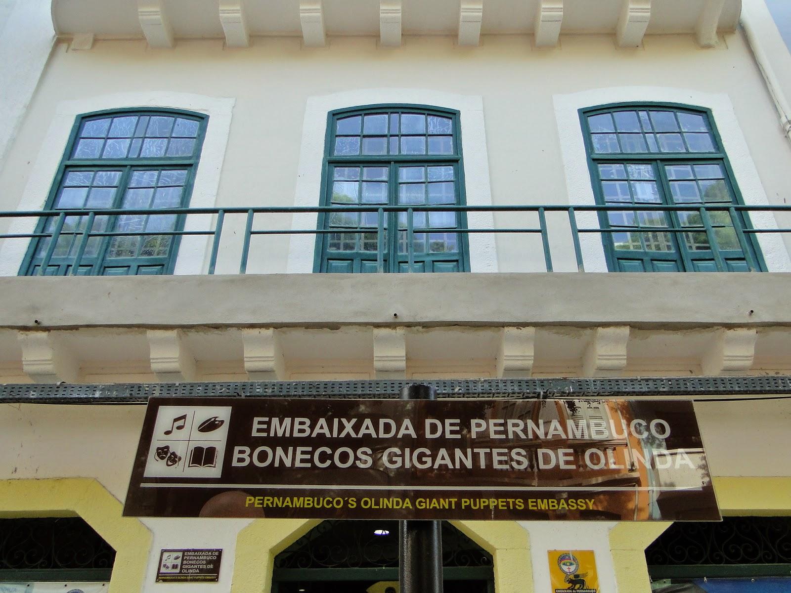 embaixada de pernambuco dos bonecos gigantes de olinda