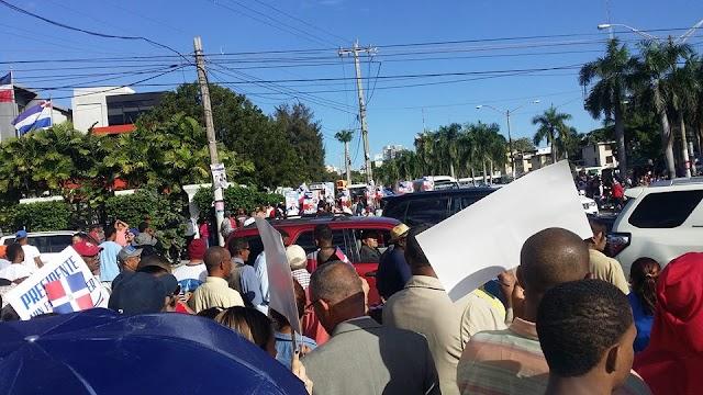 Antes de la rendición de cuentas, grupo pide reelección de Danilo